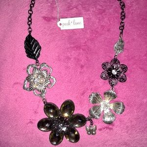 NWT FLORAL FROST NECKLACE